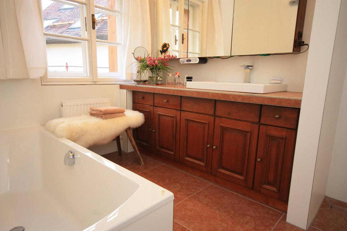 bad im landhausstil mosaik pin luxus bad im rustikalen. Black Bedroom Furniture Sets. Home Design Ideas